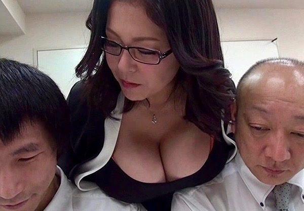 *熟女* Lカップ女社長が営業成績の悪いダメ社員たちに性教育的指導!