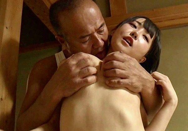 *ヘンリー塚本* 別れた娘の乳房を心行くまで味わう親父ww