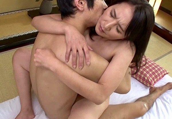 *人妻* 深い接吻を交わし濃密にまぐわう男と女!濃厚な口付けを重ねさせた熟女の接吻交尾!
