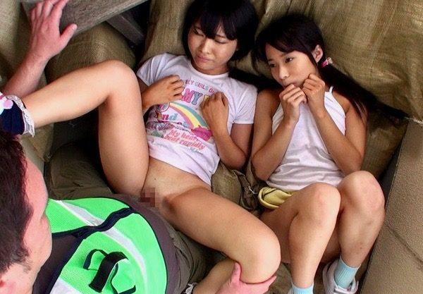 *ロリ* 美少女たちの好奇心につけ込むロリマニアの趣味の記録ww