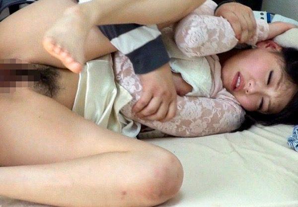 *浜崎真緒*家庭教師の女子大生がエロい身体つきだったので、親がいない時を隙にちょっと襲ってみたww