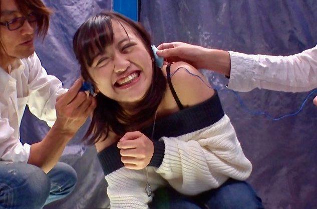 *企画*この女子大生、この後ジーパン越しの電マ股間責めに遭い生ハメされましたww