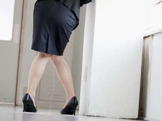 *市川まさみ*「見ないで!!」お漏らししながらトイレへ急ぐ!!失禁陵辱の快楽に溺れる女教師は男子生徒の性処理道具ww