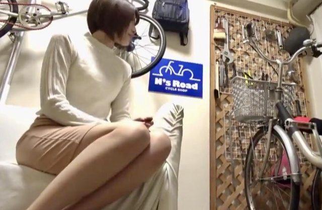 *企画*`女の性`を一発で呼び覚ます!!!淫乱人妻ママチャリおばさんを自宅へ連れ込みデカチン即ハメ!変態チャリンコオタクと寝取られファックww